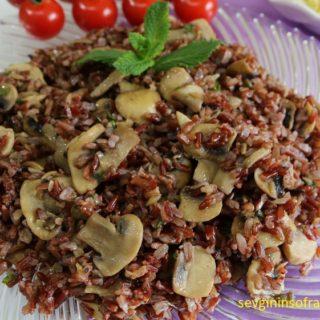 Mantarlı Taze Soğanlı Kırmızı Pirinç Pilavı